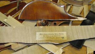Botrány az eBay-en: készakarva törték darabokra az árut