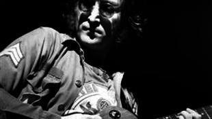 Rátaláltak John Lennon visszaadott kitüntetésére
