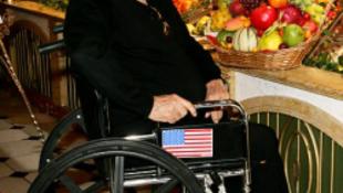 Csajozni jött Pestre a 83 éves hollywoodi világsztár?