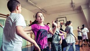 200 gyerekkel lép fel a Hősök terén Fischer Iván zenekara