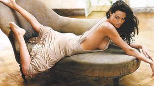 Hiányos ruhában keltett feltűnést Angelina Jolie