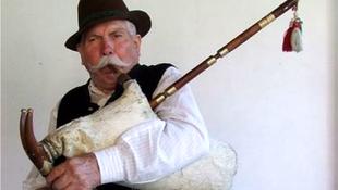 Jótékonysági koncertet szerveznek Pál István, dudás felépülésért