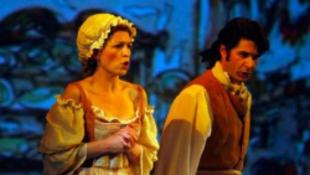 Opera és homokzsákok randevúja