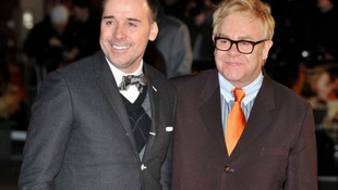 Elton John házasságot köt partnerével