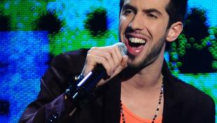 Nyolc órát késett a magyar énekes