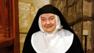 84 év után hagyja el a kolostort az idős apáca