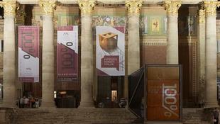 Lépcsős animációk a Műcsarnok előtt