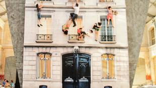 Kiugrottak az ablakon a lakók