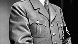 A náci vezető szobraiból nyílik kiállítás