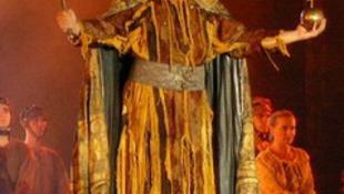 Aranylemez az új István, a király