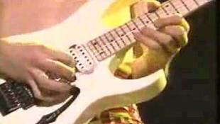Budapestre jön a Mr. Big egykori gitárosa
