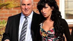 Amy Winheouse apja meglovagolja a lánya sikerét
