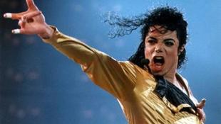 Kiadták a családnak Michael Jackson holttestét
