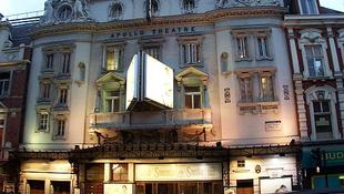 Tömegbaleset egy londoni színházban