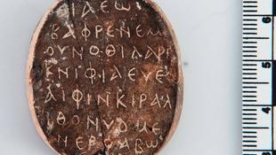 Kétoldalú amulettet találtak Cipruson