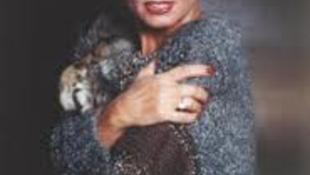 Tisztázatlan körülmények között elhunyt Mary Zsuzsi