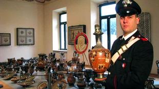 Több ezer kincset loptak a műkincsrablók