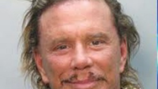 59 éves a leghíresebb agyonplasztikázott férfi