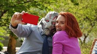 Scarlett Johansson videója járja be a netet