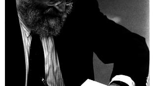 Nyolcvan éve született a rabbiból lett író