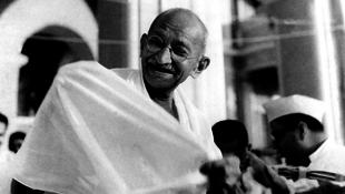 Hatalmas összeget fizettek Gandhi leveléért