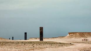 Installáció a sivatag közepén