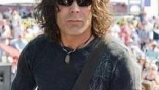 Koncert után összeesett és meghalt a legendás gitáros