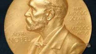Mario Vargas Llosa kapta az irodalmi Nobel-díjat