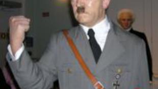 Hitler visszakapta a fejét