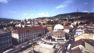 Megkezdődött Pécs főterének felújítása