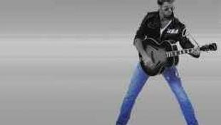 Kesztyűben gitározott, és még a bőrdzsekije is kigyulladt