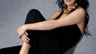 A szexi és világhírű énekesnő a vendéglátó ipar felé kacsintgat