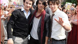 Feloszlik a Jonas Brothers