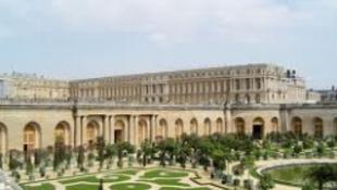 Tekerj Versailles-ba!
