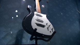 Elárverezik George Harrison gitárját
