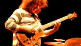 Budapesten lép fel a világ egyik legjobb gitárosa