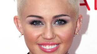 Miley Cyrus az év előadója...