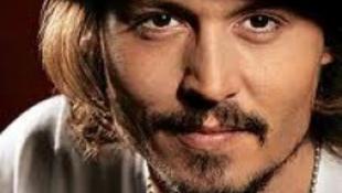 Johnny Deppnek jól áll a rézbőr