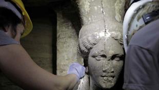 Két nőalakot találtak az ókori sírban