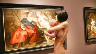 Meztelenül jelent meg a művésznő a nyilvánosság előtt