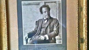 Váltságdíjat követelnek egy dedikált Mahler képért