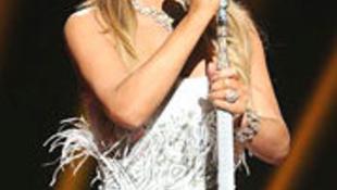 Balesetet szenvedett Mariah Carey