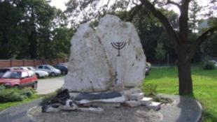 Miért jó holokauszt-emlékművet rombolni?