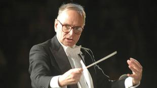 Magyarokkal lép fel a zeneszerző