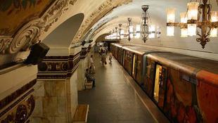Elképesztő látvány: kétnapos buli a metróban