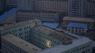 A nap képe: Tovább kísért a halott diktátor