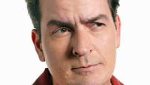 Bosszúból  fog meghalni Charlie Sheen