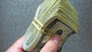 100 ezer dollár kétévente fiataloknak
