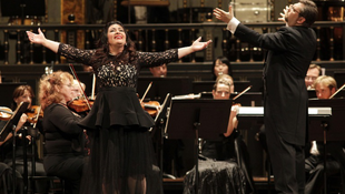 Oroszok veszik be az operát