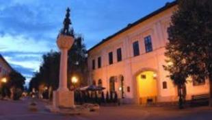 Tokajban vernek tábort az írók